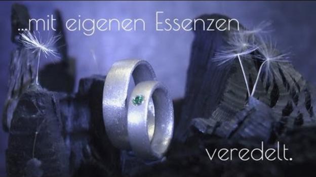 Trauringe aus der Schweiz mit smaragdgrünem Topas